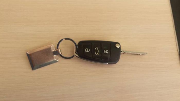 Proprietarul unei chei de mașină, căutat pe Facebook (Foto)