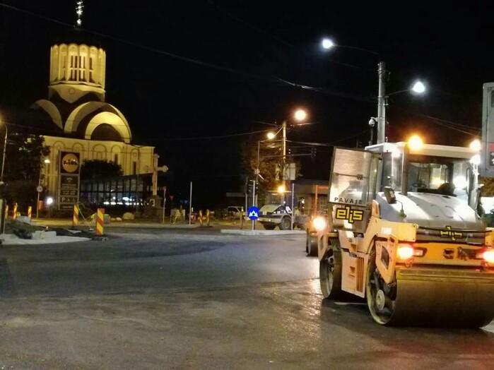 Se lucrează și noaptea la sensul giratoriu de la Crinul (Foto)