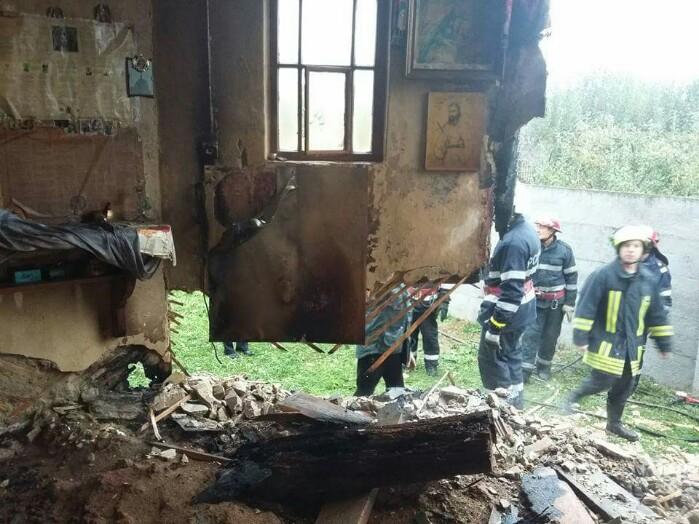 Incendiu devastator la o biserică din județ. Pompierii au intervenit de urgență (Galerie foto)