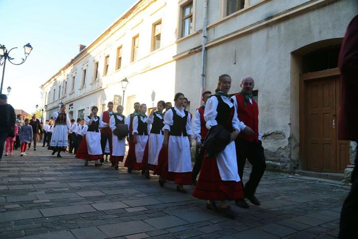 Dansurile șvăbești și fanfarele sătmărene apreciate la Bistrița (Foto)