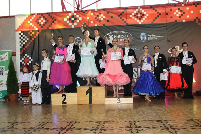 """Șase medalii pentru """"Royal Dance"""" la """"Cupa Maramureșului"""""""