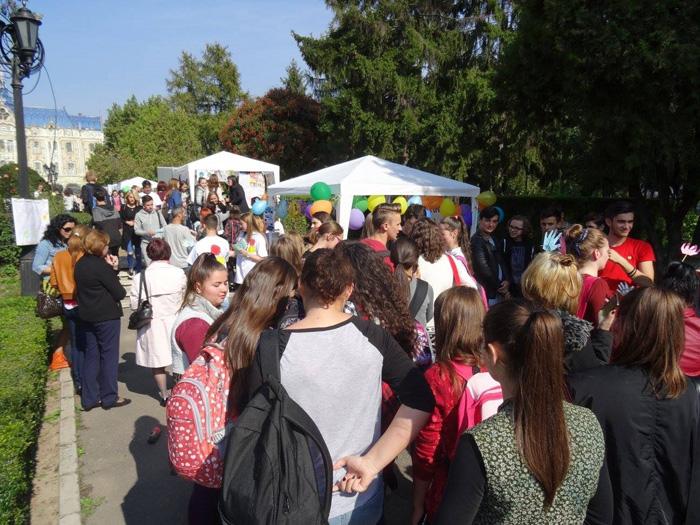"""ONG-urile și instituțiile publice așteaptă tinerii sătmăreni la """"Festivalul Voluntariatului"""""""