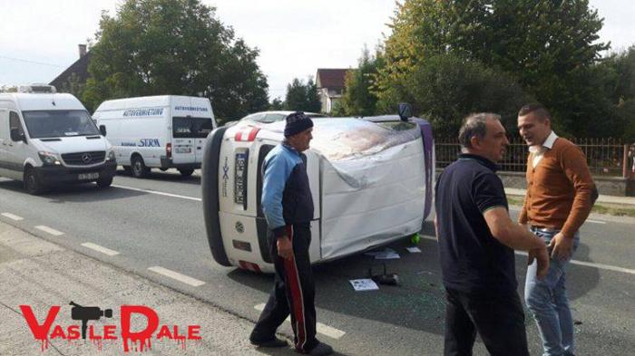 Un sătmărean s-a dat cu mașina peste cap la Șomcuta Mare (foto)