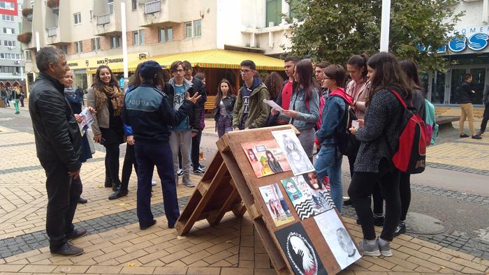 Expoziție stradală în centrul orașului. Cine sunt protagoniștii
