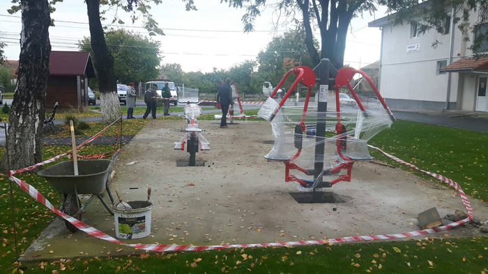 Parcul unei comune, dotat cu aparate fitness moderne (Foto)