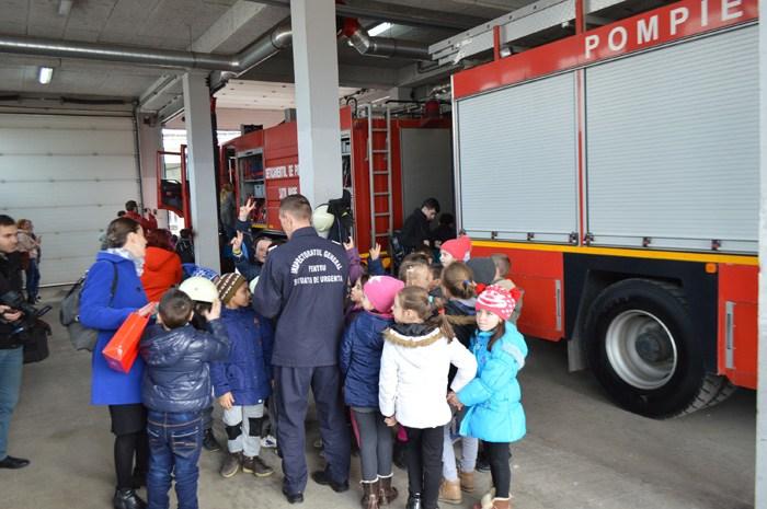 """Porți deschise la Pompieri, cu ocazia """"Zilei Mondiale a Educației"""""""