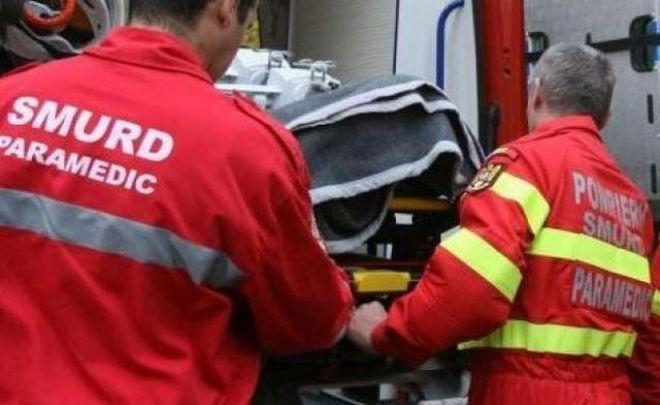Femeie rănită grav. A căzut de la etaj