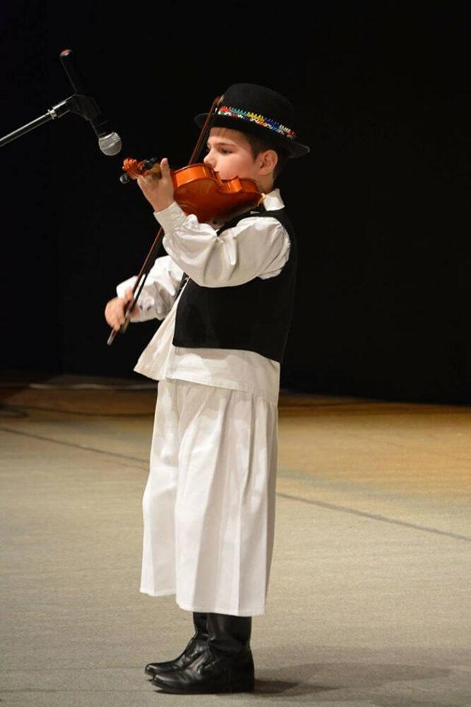 Micul violonist a cucerit inimile spectatorilor. Este din Satu Mare