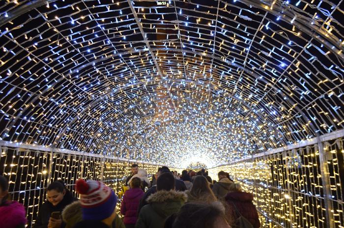 S-a dat drumul iluminatului ornamental de sărbători (Foto&video)