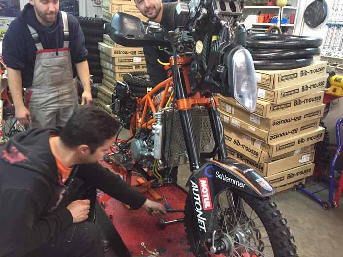 Mani Gyenes, pregătit pentru a 8-a aventură la Dakar. Cum arată motocicleta (Foto&video)