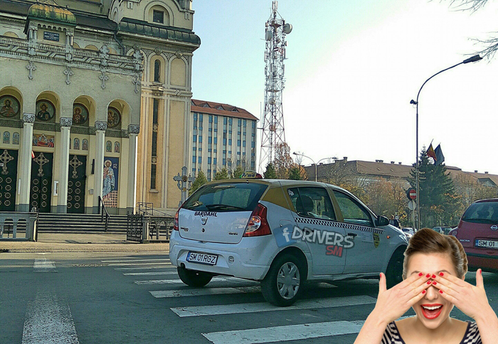 """Taxi """"uitat"""" pe zebră (Foto)"""