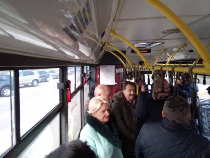 Conferință de presă în autobuz (foto&video)