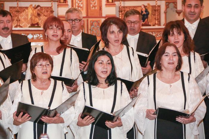 Corurile Adoremus şi Solemnis au susţinut un concert comun în biserica Calvaria