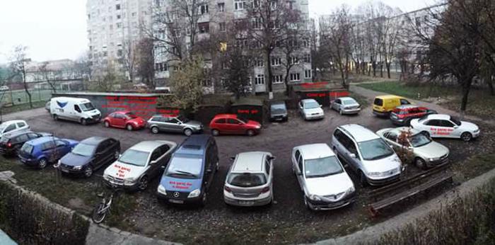 Ieșirea din parcare, pericol public ! Sătmărenii se adresează Primăriei (foto)