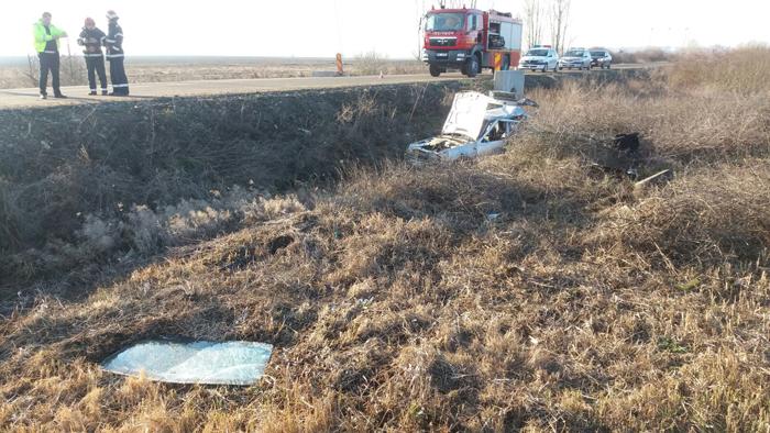 Mașină lovită de tren la Tășnad ! O femeie, rănită grav