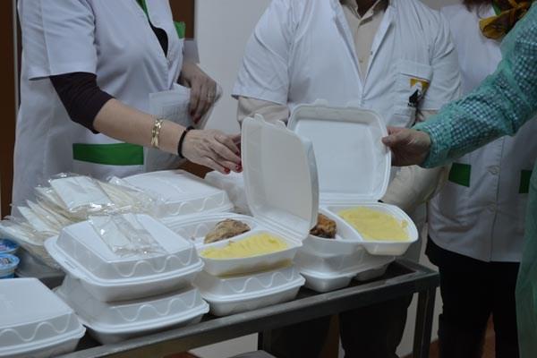 Pacienții din Spitalul Județean primesc mâncare de la o firmă din Brașov