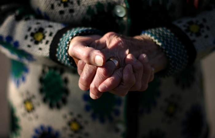 Bătrână tâlhărită într-o localitate din județ. Tâlharii au amenințat-o