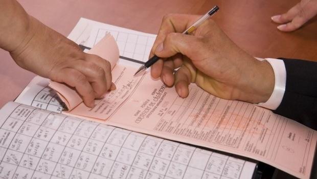 Documentele privind căsătoria, divorţul, naşterea şi decesul ar putea fi eliberate online