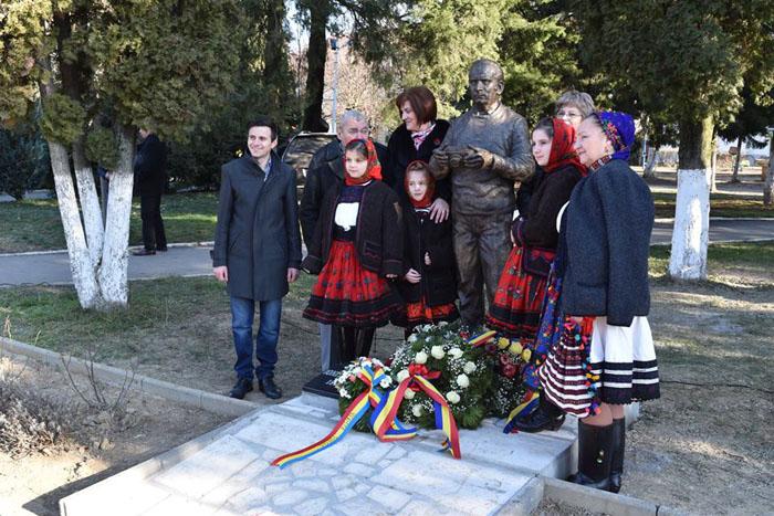 Statuia fotografului Ioniță G. Andron, dezvelită la Negrești-Oaș (Foto)