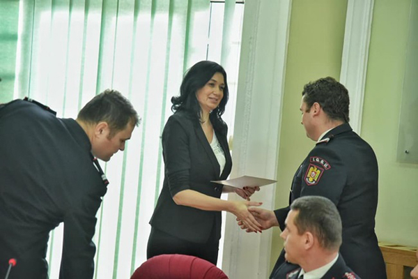 Diplome pentru pompierii din Timiș care au contribuit la stingerea incendiului de la sonda de gaz din Moftin