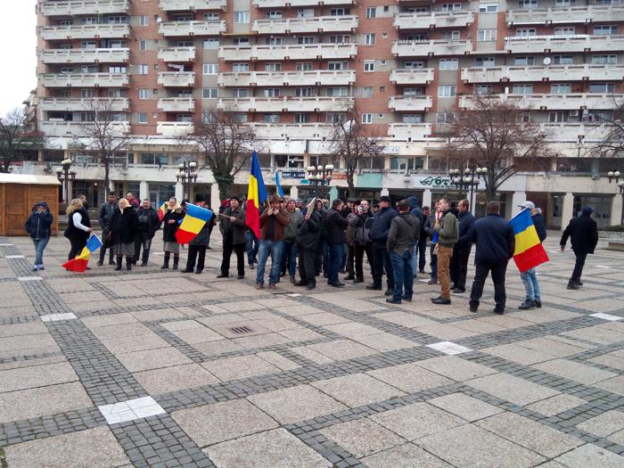 Protest la Consiliul Județean ! Oamenii se plâng de starea drumurilor (Foto&video)