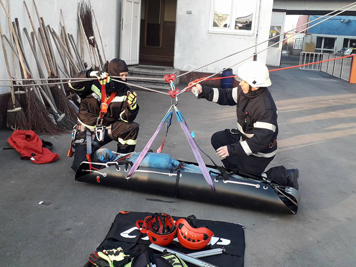Persoane salvate de la înălțime. Pompierii au intervenit de urgență (Foto)
