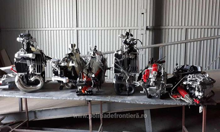 Șase motociclete dezmembrate, descoperite la Petea