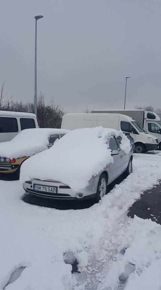 Mașină din Satu Mare, uitată într-o parcare. Șoferul, căutat pe Facebook (Foto)