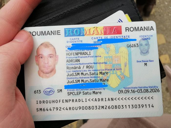 Portmoneu găsit pe stradă. Proprietarul, căutat pe Facebook (Foto)