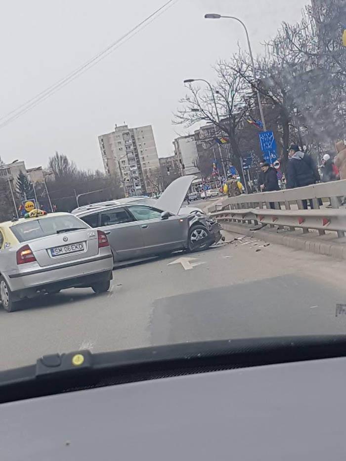Accident pe Podul Golescu. Trafic îngreunat (Foto)