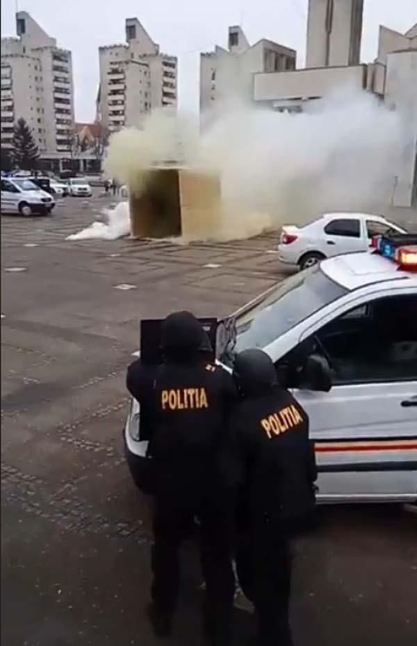 Împușcături, droguri și infractori prinși de mascați în Centrul Nou (Foto)