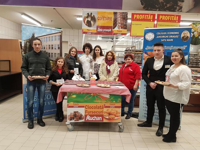 """""""Mărțișoare dulci"""", cadoul elevilor Colegiului Economic """"Gheorghe Dragoș"""" (Fotogalerie)"""