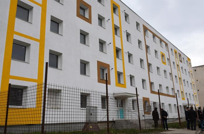 Lucrările de reabilitare a locuințelor de pe Ostrovului, în grafic. Ce spune primarul