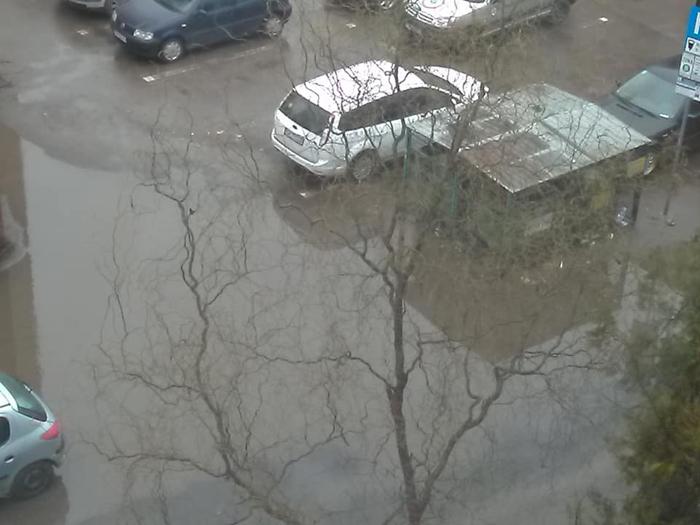 Parcări inundate și mizerie peste tot. Imaginea Sătmarului de început de secol XXI (Foto)