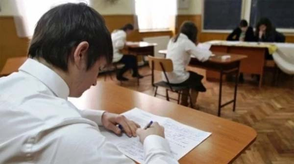 Simularea Evaluării Naționale. Doar 42,66% dintre elevi au luat note de trecere