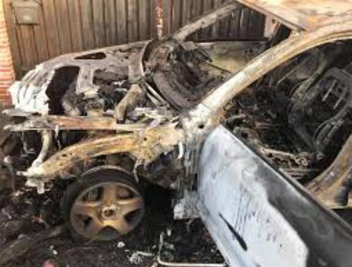 Incendiatorul de mașini, reținut