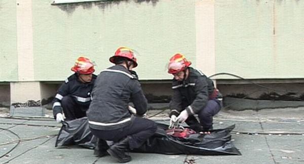 Tragedie la Satu Mare ! O adolescentă a căzut de la etaj și a murit