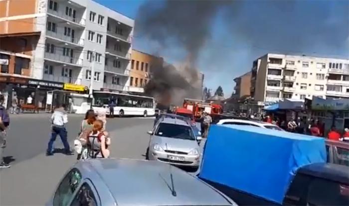 Autobuz distrus de flăcări, lângă Piața Mare (Foto)