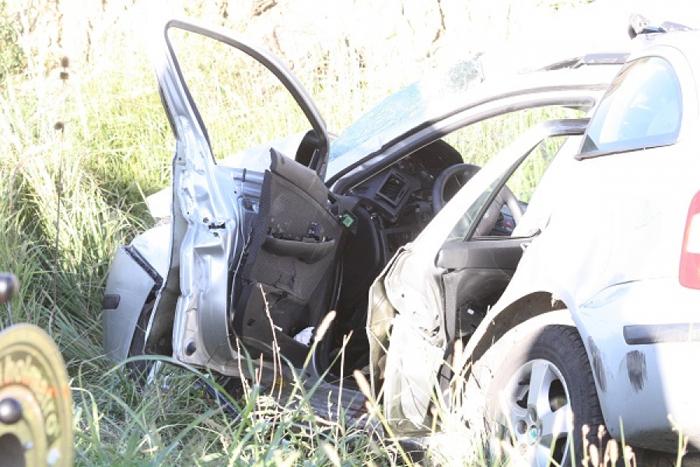 Accident la Rătești. Mașină lovită de un TIR