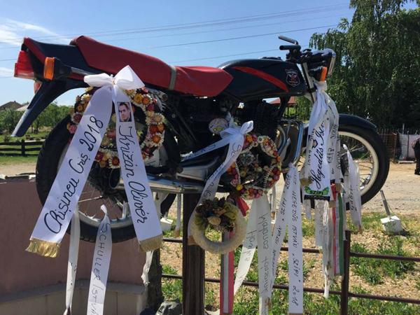 """""""Marșul"""" motocicliștilor. Au depus o coroană în memoria lui Krizan Oliver (Foto)"""