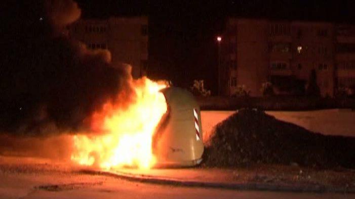 Tomberoane incendiate pe doua strazi din Satu Mare