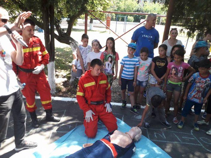 Paramedicii au sustinut lectii de prim-ajutor (Foto)
