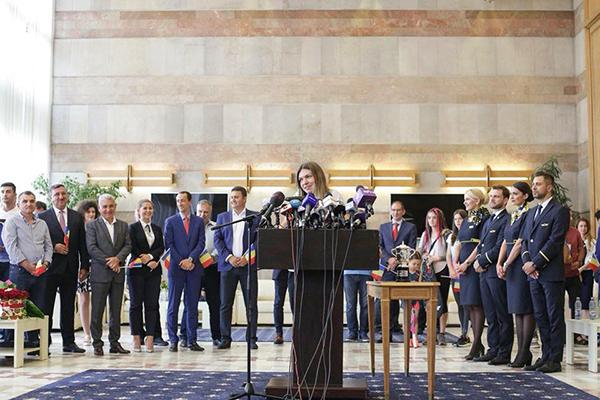 Simona Halep, intampinata la Otopeni de ministrul Ioana Bran