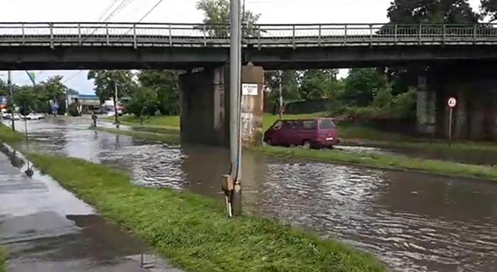 Pasajul de pe Botizului, inundat (Foto)