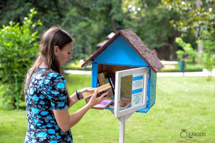 Invitatie pentru cititori. Biblioteca din parc