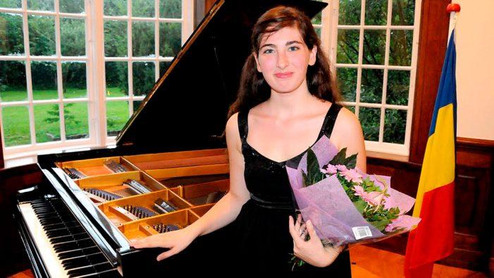 Pianista Ana Nedelcu va concerta la castel