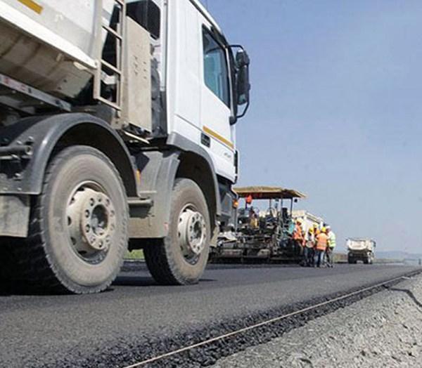 Contract semnat pentru modernizarea unui drum de pământ