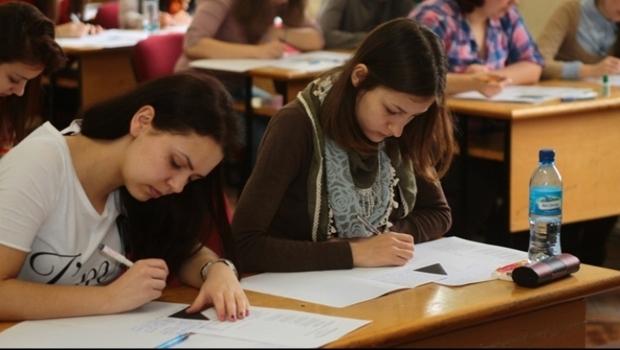 Succes ! Absolventii de clasa a VIII-a intra in focul examenelor !