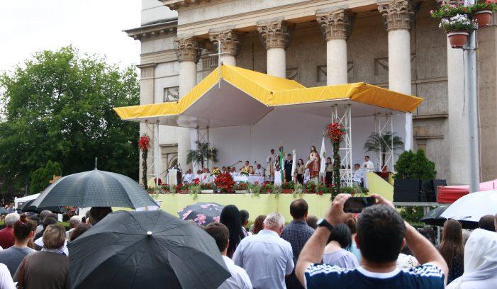 Mii de enoriasi asteptati, duminica, in centrul Satmarului (Foto)