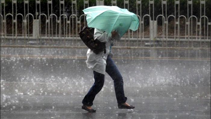 Vânt și ploi în toată țara
